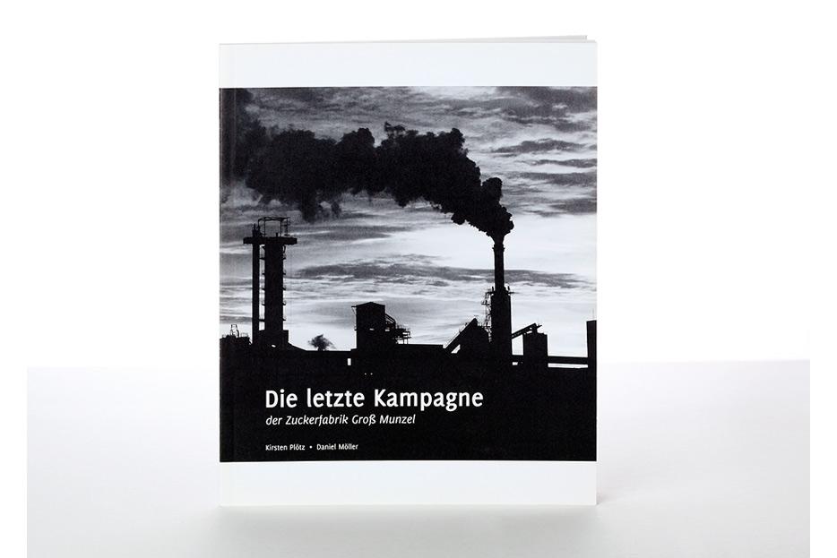 """Buch """"Die letzte Kampagne"""" der Zuckerfabrik Groß Munzel gestaltet von stefanie lombert : grafikdesign Hannover"""