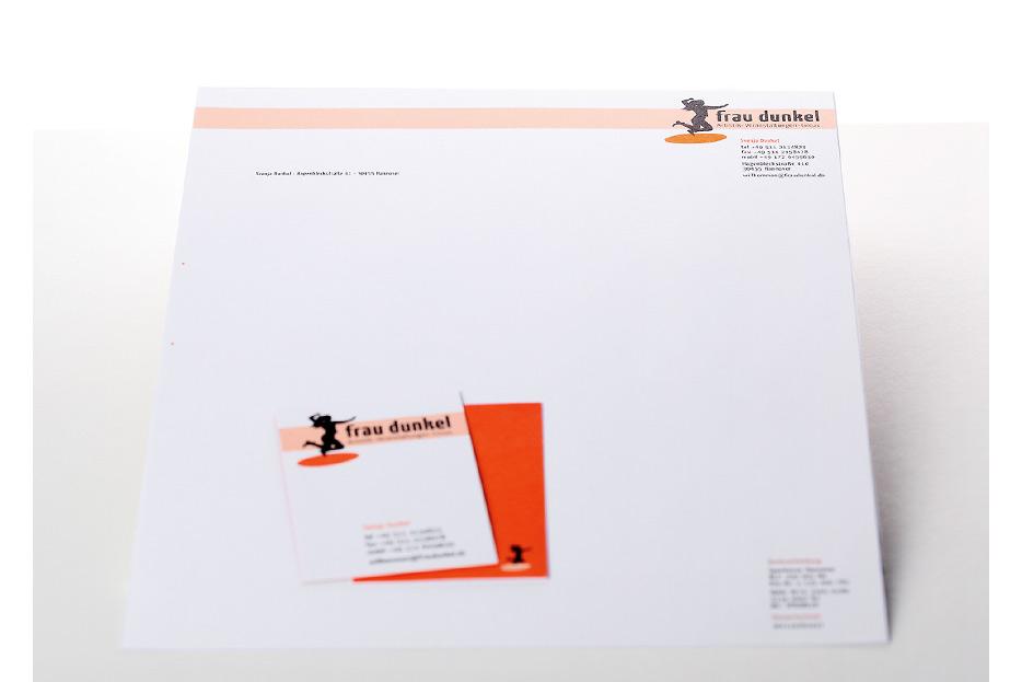 Visitenkarte und Briefbogen für Veranstaltungsmanagerin, Artistin und Musikerin Svenja Dunkel gestaltet von stefanie lombert : grafikdesign Hannover
