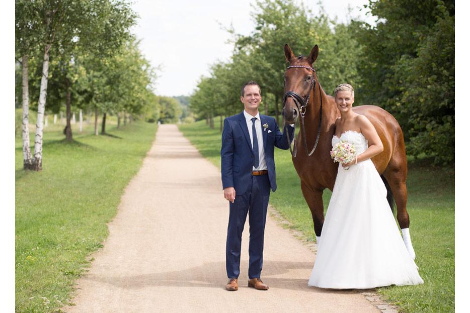 Bildretuschen und -montagen für ein das Hochzeitsfoto des Ehepaars Sonntag - nachher