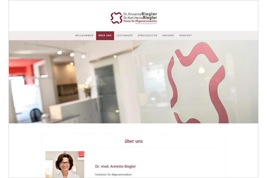 """Unterseite """"über uns"""" des Internetauftritts der Arztpraxis Dr. Biegler aus Hemmingen/Ortsteil Arnum gestaltet von stefanie lombert : grafikdesign Hannover"""