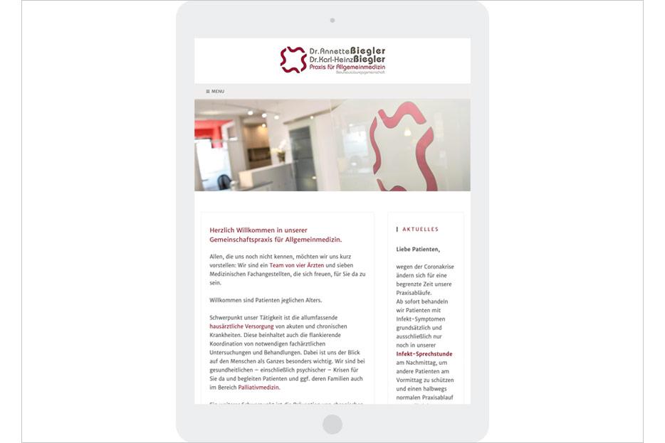 Startseite in Tablet-Ansicht des Internetauftritts der Arztpraxis Dr. Biegler aus Hemmingen/Ortsteil Arnum gestaltet von stefanie lombert : grafikdesign Hannover