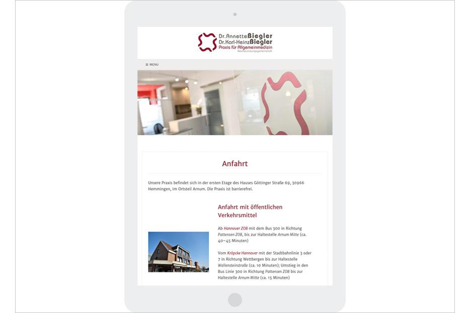"""Unterseite """"Anfahrt"""" in Tablet-Ansicht des Internetauftritts der Arztpraxis Dr. Biegler aus Hemmingen/Ortsteil Arnum gestaltet von stefanie lombert : grafikdesign Hannover"""