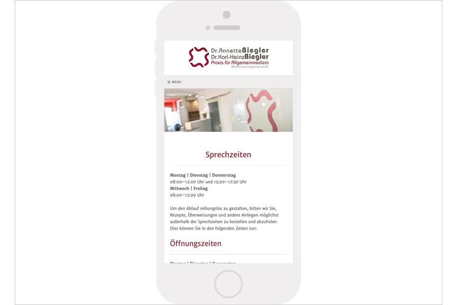 """Mobile Unterseite """"Sprechzeiten"""" des Internetauftritts der Arztpraxis Dr. Biegler aus Hemmingen/Ortsteil Arnum gestaltet von stefanie lombert : grafikdesign Hannover"""
