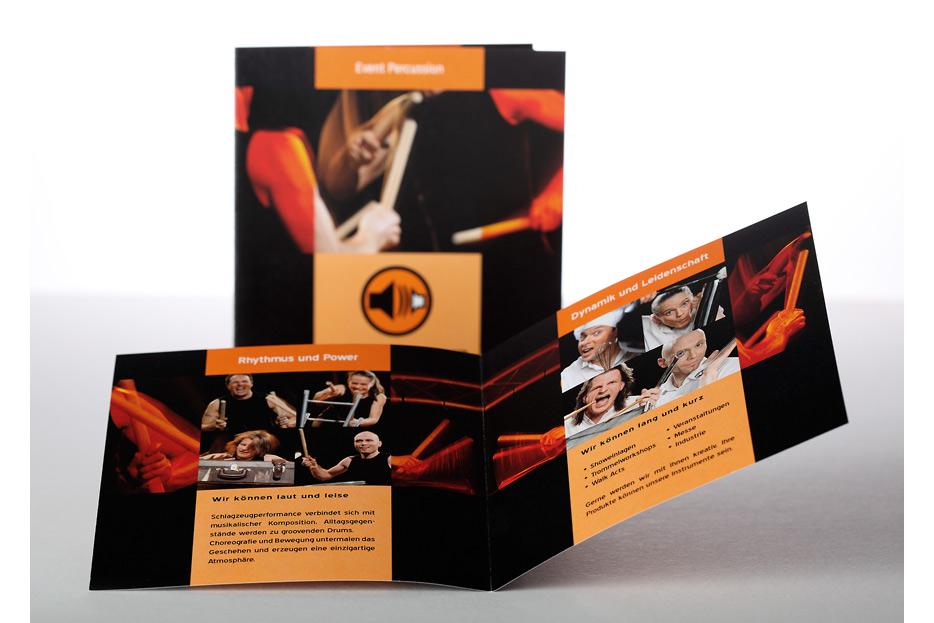 CD-Booklet und Imagefolder für Trommelperformance Boundz gestaltet von stefanie lombert : grafikdesign Hannover