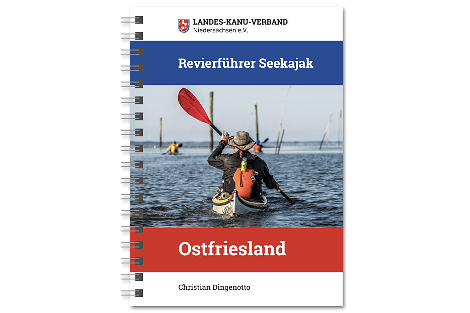 """Titelseite des """"Revierführer Seekajak – Ostfriesland"""", ringgebundene Infobroschüre für Paddler"""