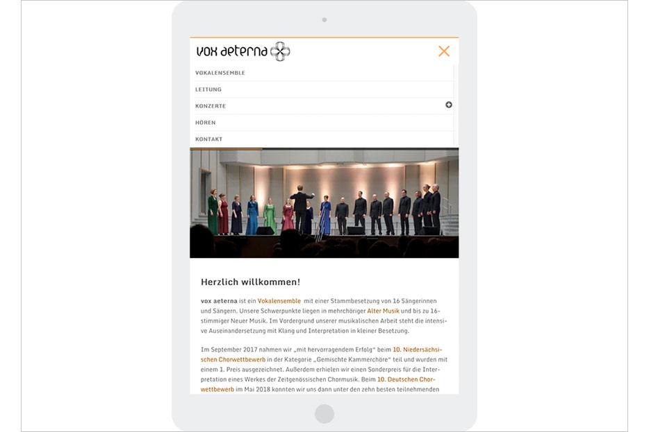 Startseite in Tablet-Ansicht des Internetauftritts von vox aeterna, 16-stimmiges Vokalensemble aus Hannover, gestaltet von stefanie lombert : grafikdesign